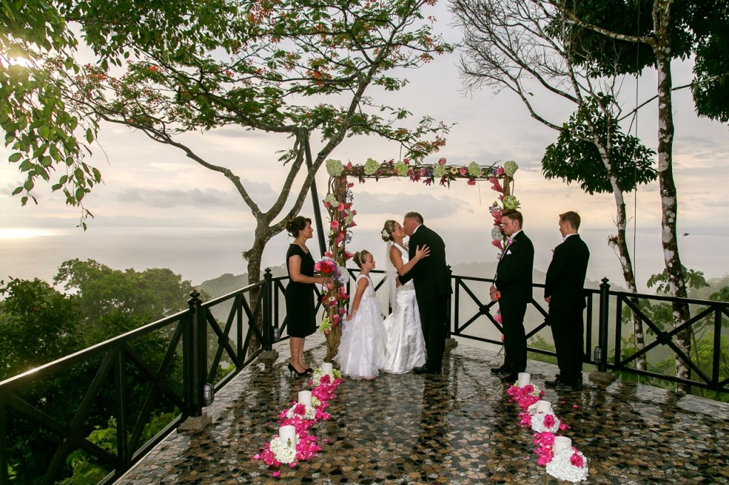 wedding-ceremony-villa-caletas-costa-rica-1024x682